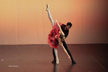 Ballerini di danza classica sul palco