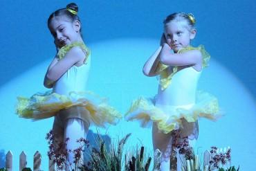 Piccole ballerine sul palco