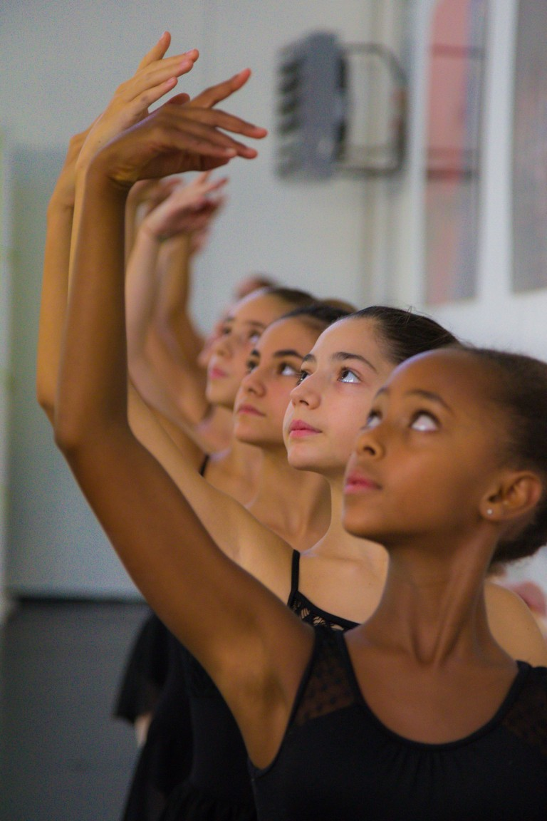 Allieve in posa Attitude - Danza Classica