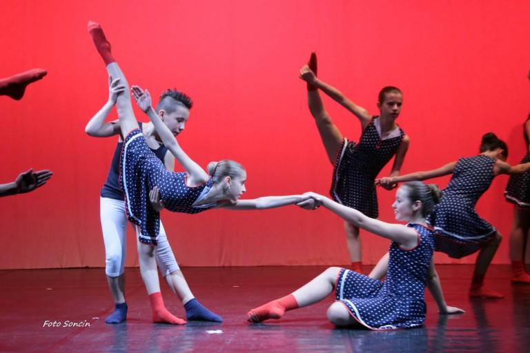 Giovani ballerini di Danza Contemporanea