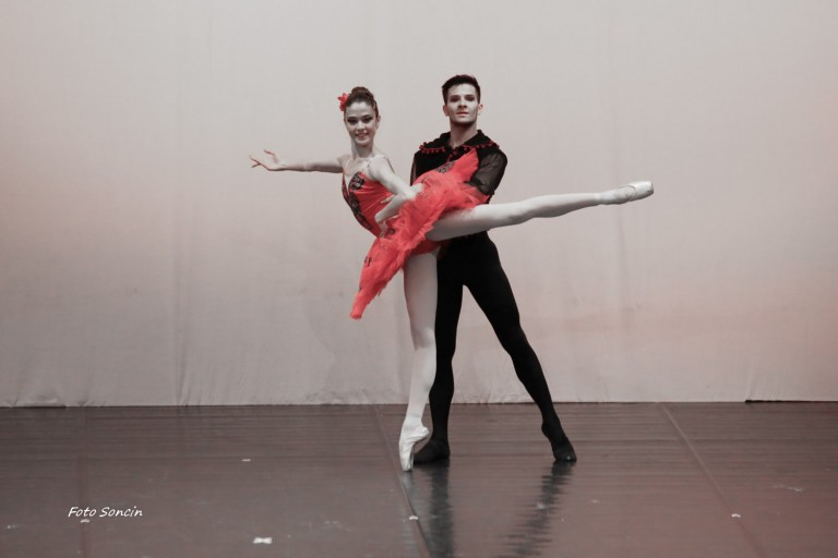 Ballerini sul palco in 'Don Quixotte'
