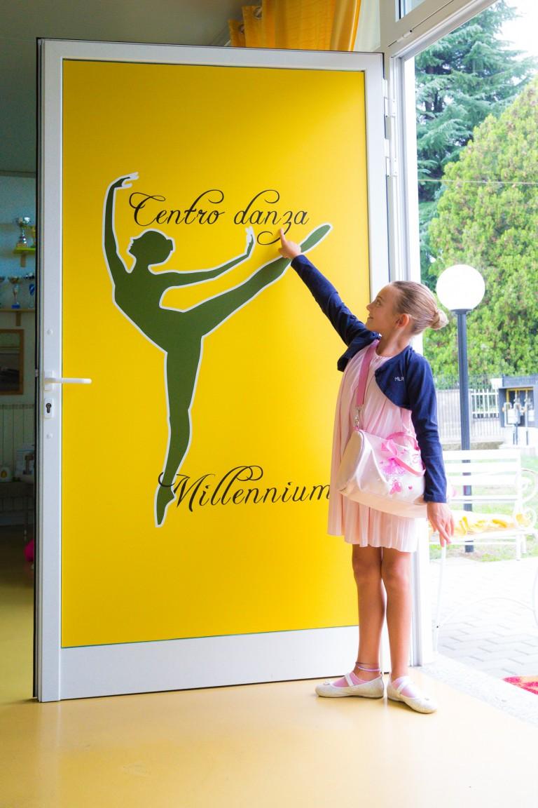 Allieva della scuola di danza al'entrata