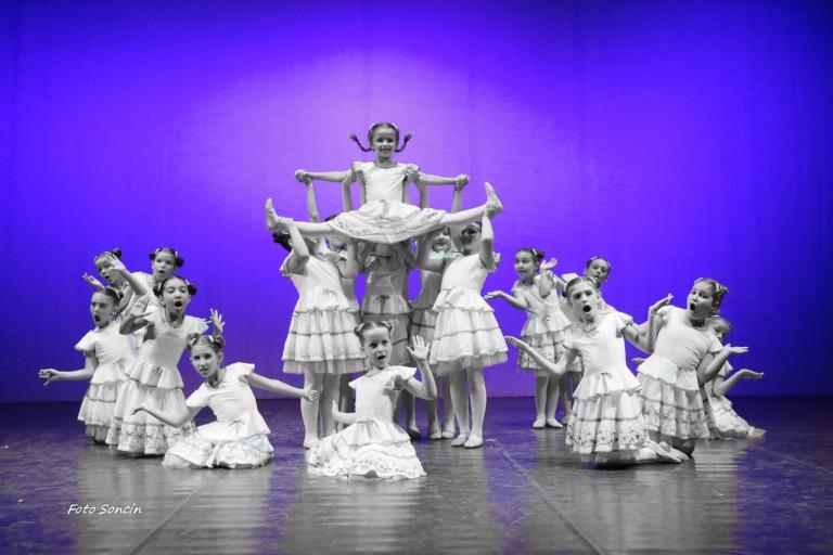 Piccoli ballerini sul palco
