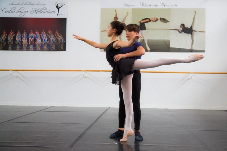 Lezione di danza classica con insegnanti di danza