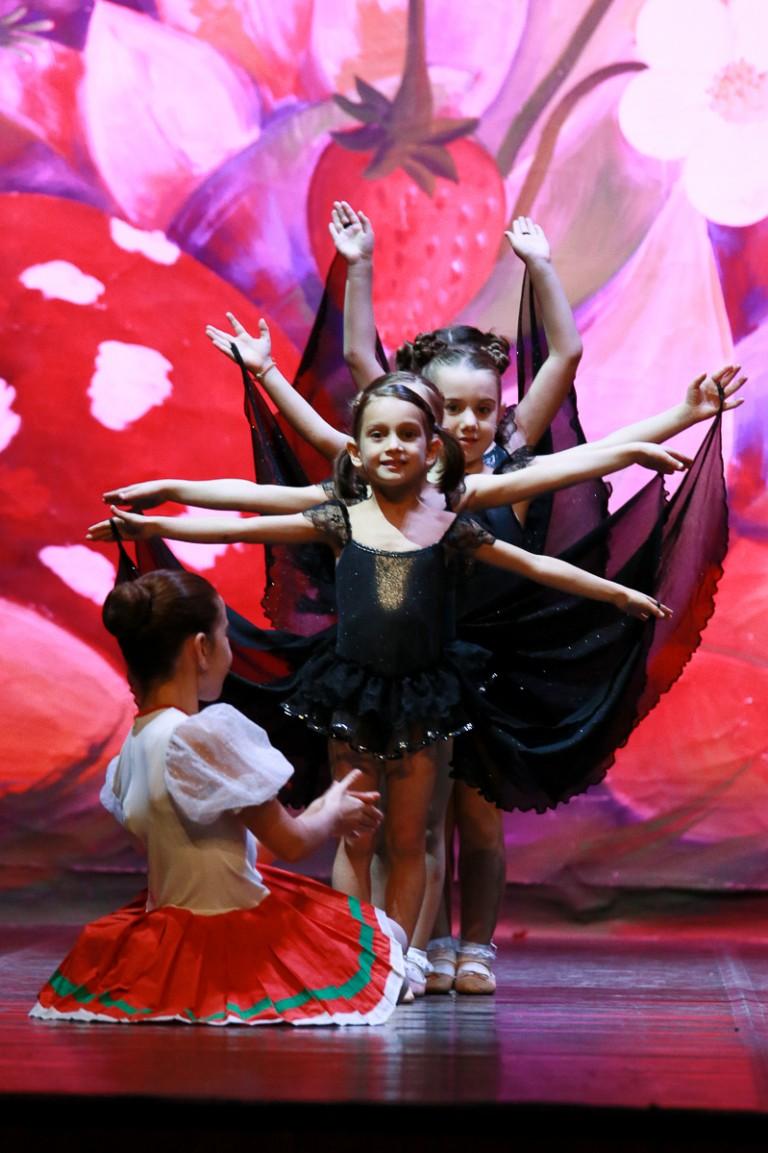 Ballerina durante spettacolo di danza 'Pipistrelli'