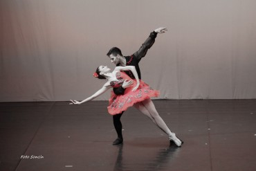 Ballerini che si esibiscono in 'Don Quixotte Pas De Deux'